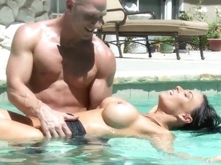 Wealthy MILF with big tits Vanilla Deville have sex in the pool