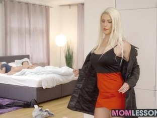 Horny Blanche Bradburry riding cock alongside Vinna Reed