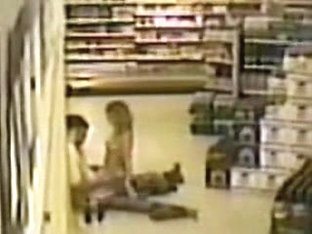Amateur couple fuck on supermarket