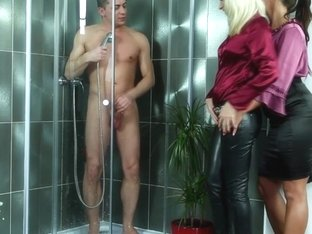 threesome goldenshower eurobabes swapping spunk