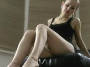 Under-Feet Video: Linda