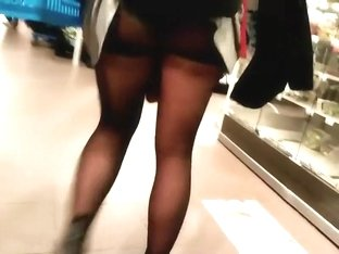 Clothing malfunction shows upskirt