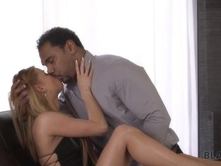 BLACK4K. Interracial porn of Chrissy Fox and big black gentleman