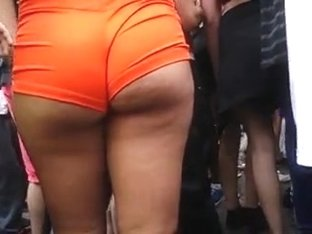 wow!! hot tanned chick big booty in orange shorts!!