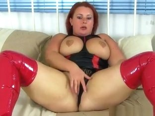 milf Diamond wears red boots and fucks a dildo - sexygirldating.com