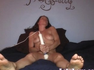 Amateur girl masturbates in bed 2 toe-curling orgasms!