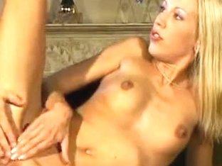 Итальянское старое порно хардкор, девушки загорают в откровенном бикини фото