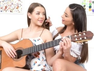 Alyssia Kent & Sybil in Guitar play - Sapphix