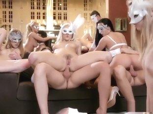 nackte girls orgie
