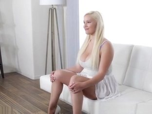 Enticing platinum Bonnie Kinz is fucked in a casting