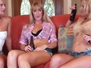 Three sweet ladies Brianna Ray, Kinnley Kessler and Kristen Cameron in the lesbian action
