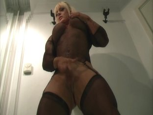 Blonde FBB loves to be naughty