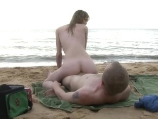 Slim dilettante hotty screwed on the beach