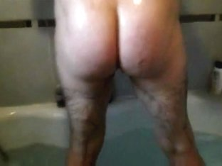 Wanking and having my arsehole fingered in the bath