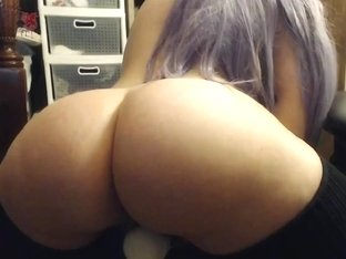 Beauty college girl, great ass on webcam playing with dildo
