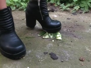 Cucumber crushing w Black boots (preview) c4s.com/studio/130739/