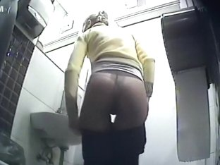 Little ass inspected in the toilet