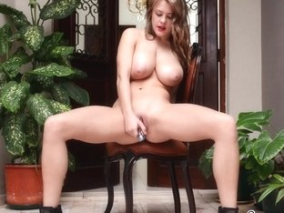 TwistysNetwork Video: Blondes Have More Fun