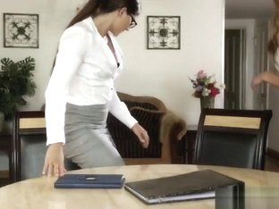Seducing The Accountant - Chloe Amour And Aspen Rae