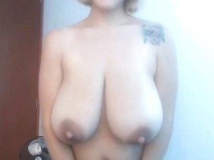 Amazing Latina women take off her bra and show her huge tits