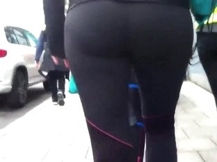 Runners ass in yoga pants
