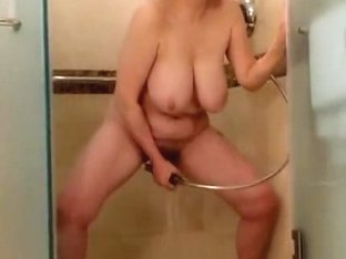 Watch this gilf get off in the shower