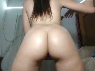 Stunning Camgirl Tries Ass to Mouth!