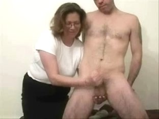 Older whore likes to jerk stranger. Dilettante Mature