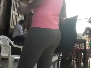 Nice ass and cameltoe on chick wearing gray leggings