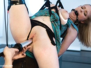 Penny Pax & Lea Lexis in Is Penny Still One Of The Toughest? - Electrosluts