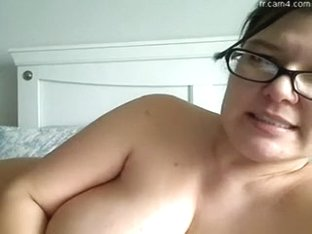Chunky white woman in her glasses is nude on web webcam rubs her wet crack