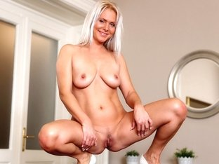 Kathy Anderson in Stunning Beauty - Anilos